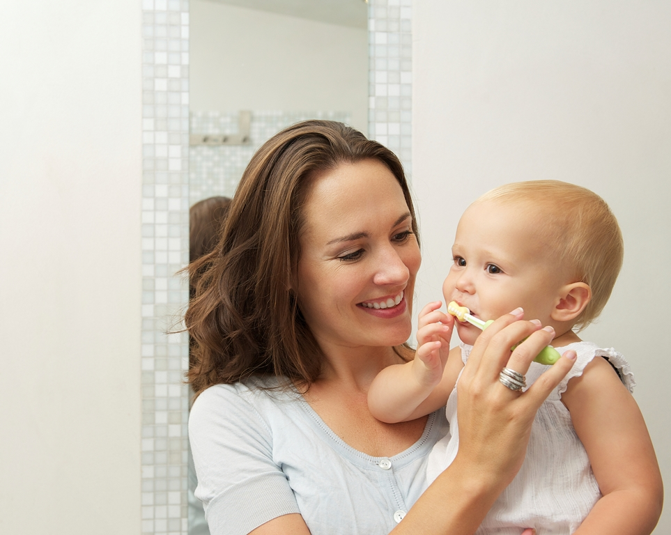 Simple steps to teach your child to brush and floss for good dental care