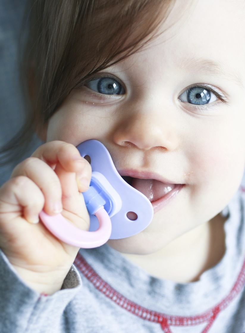 Letting go of the bottles and pacifiers: the best thing for your baby's teeth.